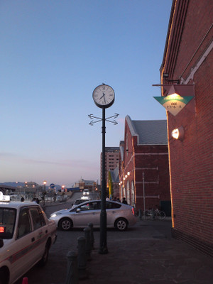 Hakodate_bayside_old_clock_2