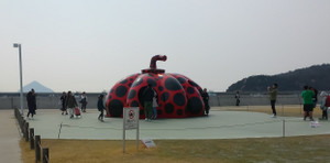 Naoshima_red_pumpkin_