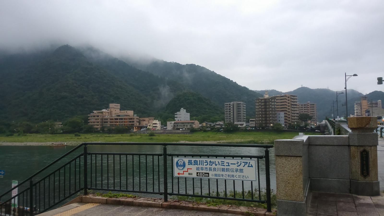 Nagara_bridge_ukai