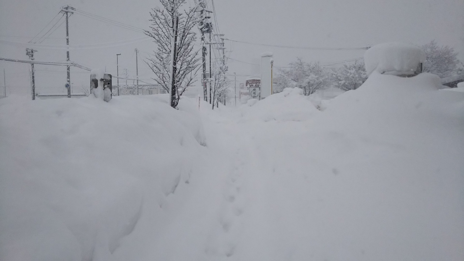 Yokote_ekimae_snowed_morning