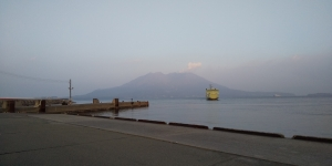 Sakurajima-ferry-arriving